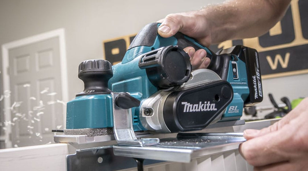 Toptopdeal-HOW-TO-USE-A-MAKITA-PLANER