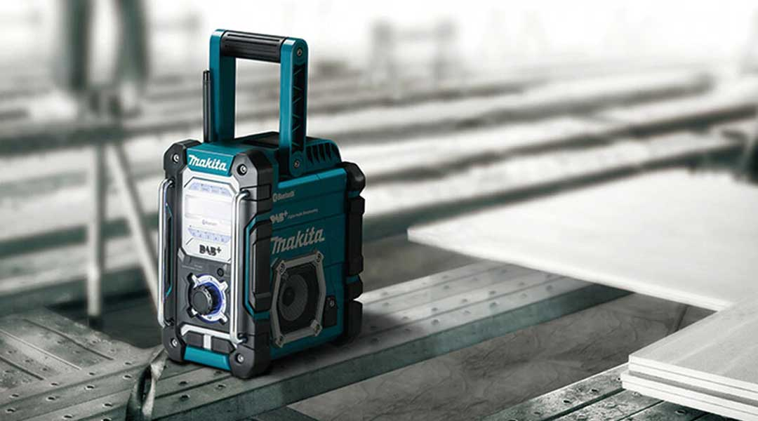 What to look for when selecting a DMR112 radio from Makita?